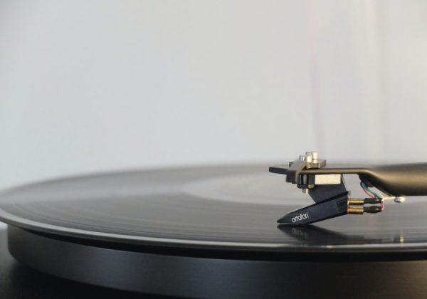 5 dainos, kurios padės mokytis skirtingų anglų kalbos akcentų